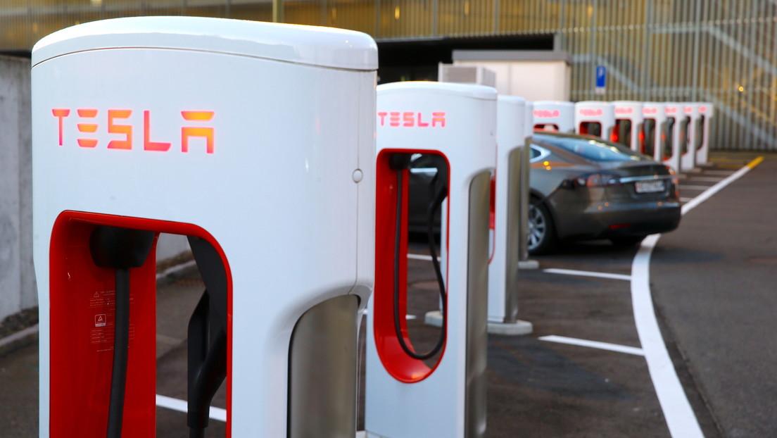 Tesla retira la última versión beta de su Conducción Autónoma Completa un día después de su lanzamiento debido a fallas de funcionamiento