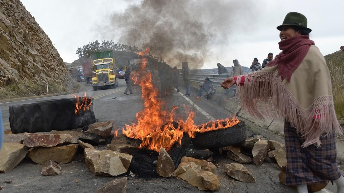 Rutas bloqueadas, represión y al menos 18 detenidos durante las protestas en Ecuador por el precio del combustible