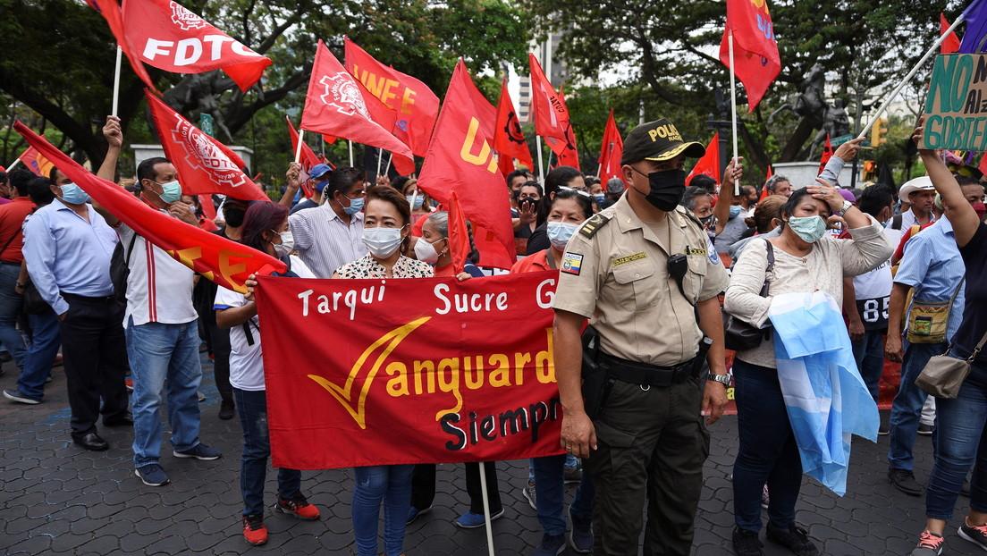 Con barricadas y represión en las calles transcurre el segundo día de las protestas en Ecuador por el precio de los combustibles