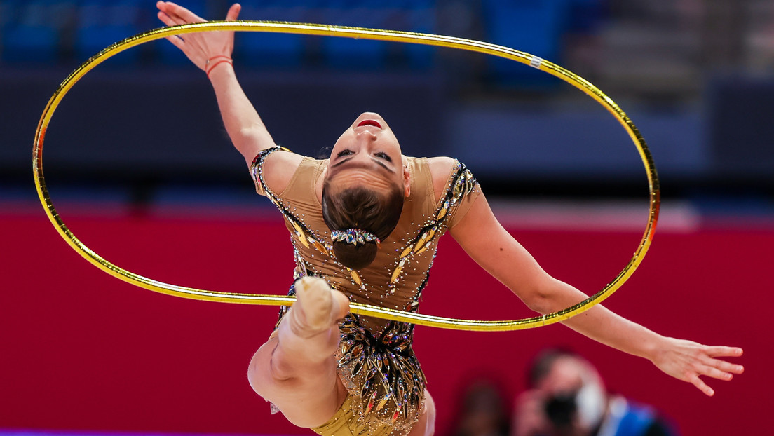 El tercer oro conseguido en Japón convierte a la gimnasta rusa Dina Avérina en campeona mundial por 16.ª vez