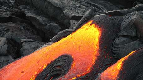 """Descubren que la """"mayor erupción submarina jamás registrada"""" creó un nuevo volcán al expulsar 5 kilómetros cúbicos de lava"""