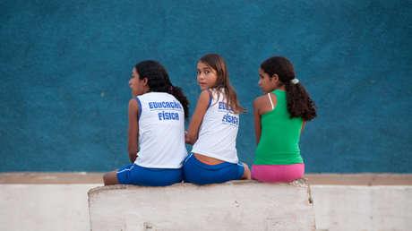 El veto de Bolsonaro a la distribución gratuita de absorbentes a millones de niñas y mujeres vulnerables causa indignación en Brasil