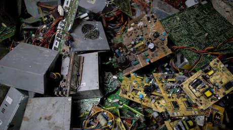Estiman que la basura electrónica acumulada este año pesará más que la Gran Muralla china