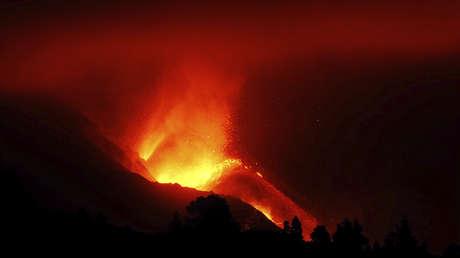 Filman por primera vez la lava del volcán de La Palma en el fondo del mar después del desbordamiento del cono principal