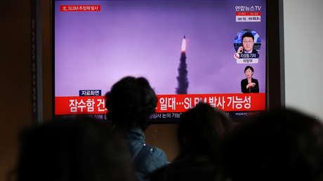 """""""Washington prueba el mismo sistema de armas"""": Pionyang denuncia """"doble moral"""" de EE.UU. al condenar su reciente ensayo de misil balístico"""