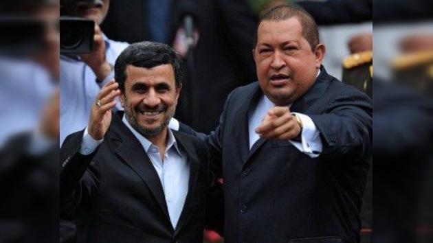 Chávez y Ahmadineyad juntos 'porque el mundo no quiere más imperialismo'