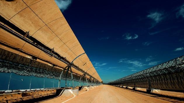 Inauguran la mayor planta solar del mundo en Emiratos Árabes