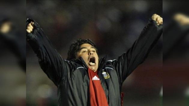 Maradona seguirá cuatro años más a cargo de la selección argentina