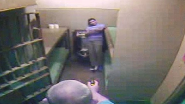 Video: Dos policías de EE.UU. torturan a detenidos no violentos con pistola eléctrica