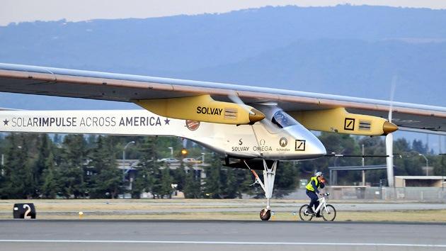 Video: Un avión a propulsión solar inicia el reto de atravesar EE.UU.