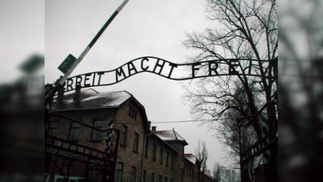 El rótulo de entrada a Auschwitz fue robado para un coleccionista británico
