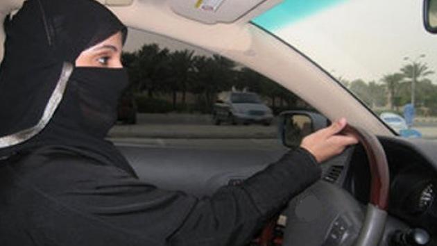 """Gran muftí saudita: """"No dejar que las mujeres conduzcan salva del diablo al país"""""""
