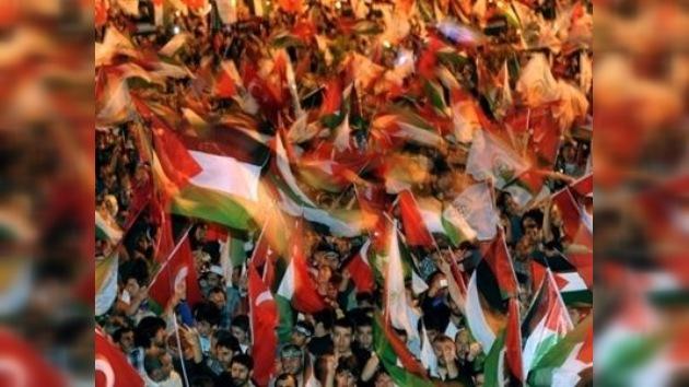Centenares de turcos conmemoraron a la 'Flotilla de la Libertad' en Estambul