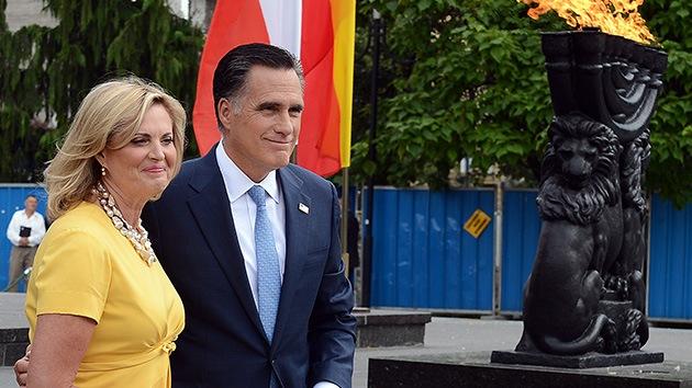 """Un portavoz de Romney a los periodistas: """"¡Besádme el culo, es un lugar sagrado!"""""""
