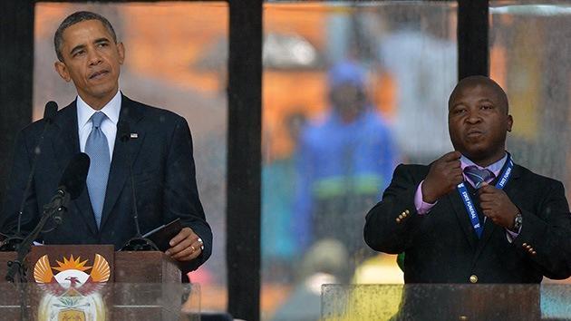 El falso intérprete para sordos del funeral de Mandela ayudó a quemar vivos a dos ladrones