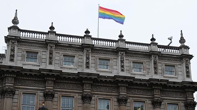 La bandera gay ondea en la oficina del Gabinete de Ministros del Reino Unido