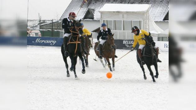 Se celebra en Moscú un torneo de polo sobre nieve