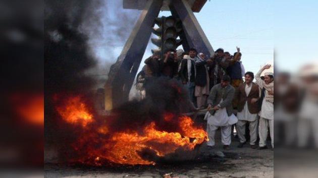 Obama se disculpa ante el presidente afgano por la quema de coranes
