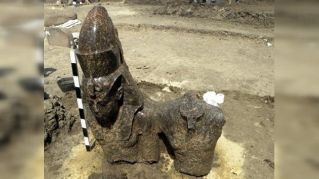 Hallan en Egipto una estatua de un faraón que gobernó hace 3.400 años