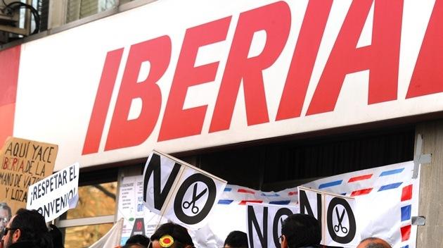 Los sindicatos de Iberia convocan 15 días de huelga en febrero y marzo