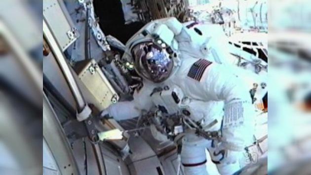 Astronautas del Endeavour inician la última serie de caminatas espaciales