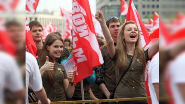 Un mitin de 65.000 jóvenes en honor del 65 aniversario de la Gran Victoria