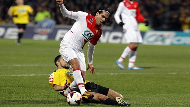 El futbolista francés que lesionó a Falcao recibe amenazas de muerte por la Red