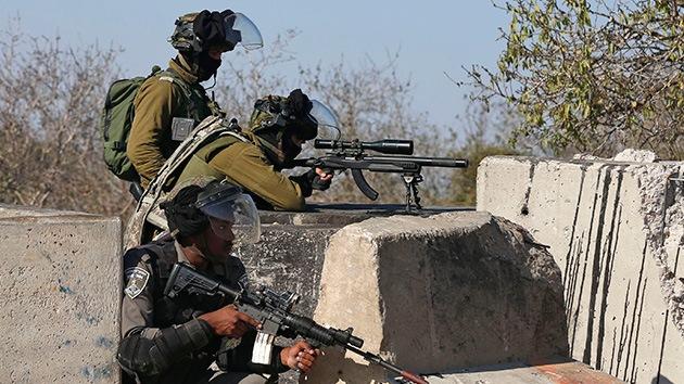 Militares israelíes matan a una mujer palestina que atacó a un soldado