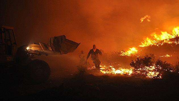 Un joven quema una isla griega tras ser rechazado por el cuerpo de bomberos