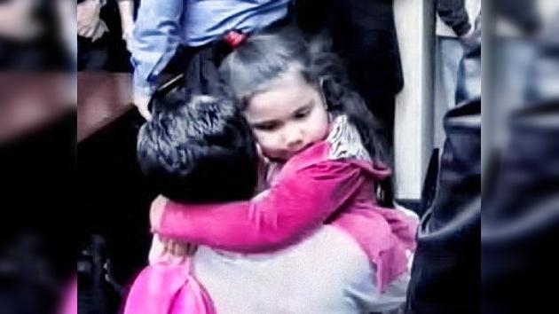 La niña guatemalteca de 4 años deportada por error en EE. UU. vuelve con sus padres