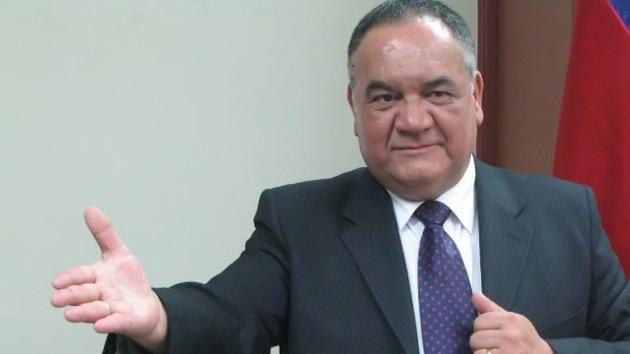 Video: Alcalde chileno regala dinero a ciudadanos antes de los comicios