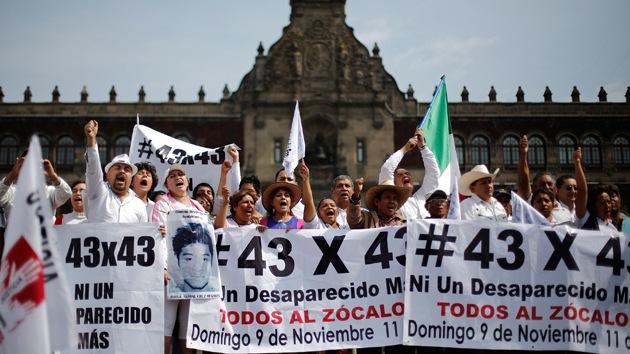 """Familiares de normalistas a RT: """"Estamos enojados. No creemos al Gobierno"""""""
