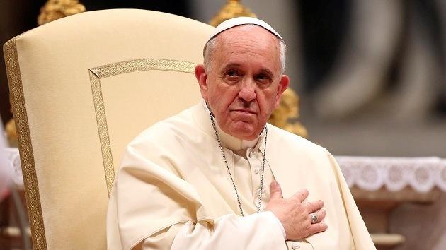 El papa Francisco dice que es ofensivo pintarle como Superman
