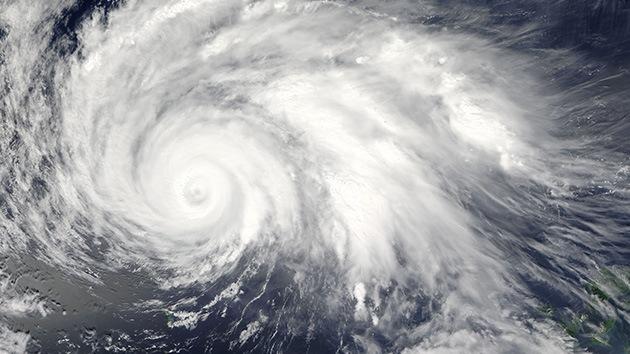 Japón, en alerta ante el poderoso tifón Guchol