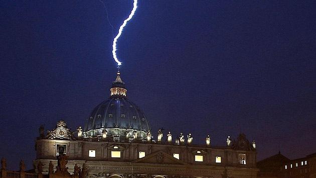 ¿Una señal de Dios? Un rayo golpea el Vaticano el día de la renuncia de Benedicto XVI