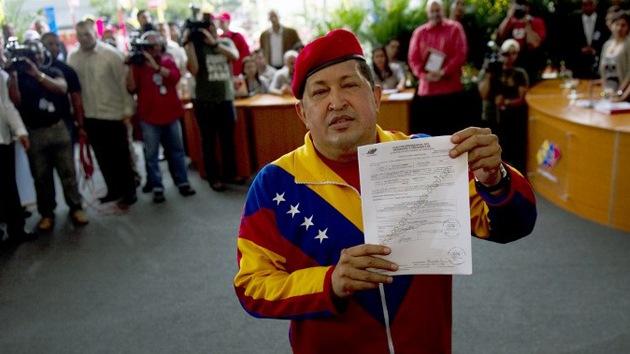 Chávez se registra oficialmente como candidato presidencial de Venezuela