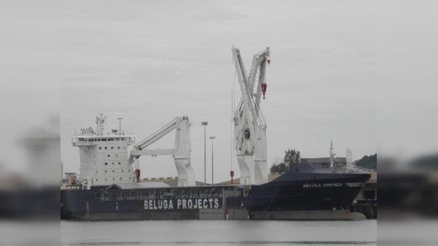 El barco alemán secuestrado logra liberarse tras la fuga de los piratas
