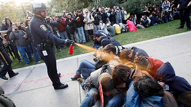 EE.UU.: Compensan por daños psíquicos al expolicía que agredió con gas pimienta