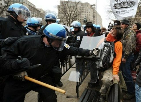 La Policía de Washington 'desmonta' el sueño de los indignados