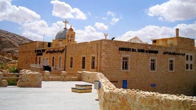 Los rebeldes sirios no dejan piedra sobre piedra de una antigua iglesia cristiana