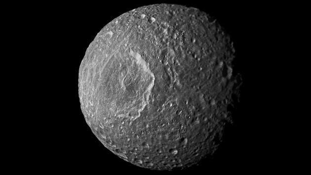 Científicos afirman que puede haber vida en una luna de Saturno