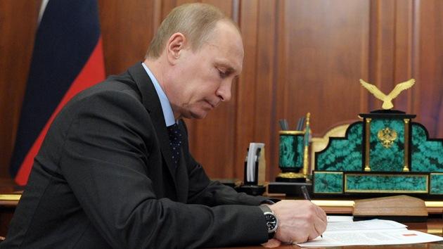 Putin refrenda la condonación del 90% de la deuda cubana contraída con la URSS