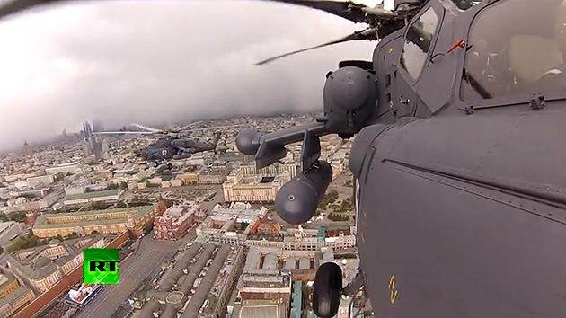 Video: El Desfile militar de la Victoria filmado desde aviones y tanques