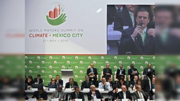 Alcaldes de 138 ciudades firman acuerdo climático para reducir emisiones