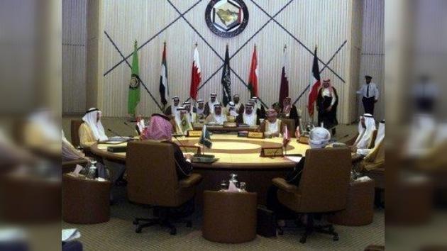 Los países del Golfo Pérsico cerrarán sus embajadas en Siria