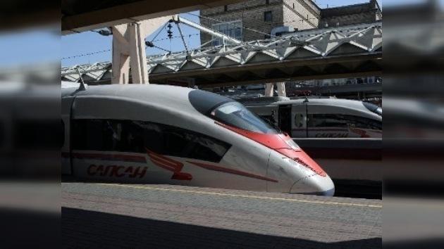 El tren de alta velocidad Sapsán inicia sus viajes regulares