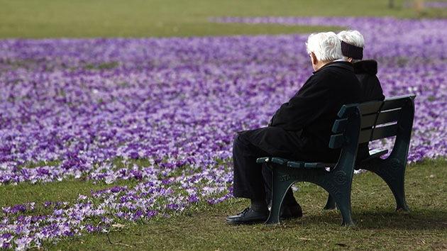 Ni la muerte pudo con su amor: pareja de ancianos 'se reúne' con 14 horas de diferencia
