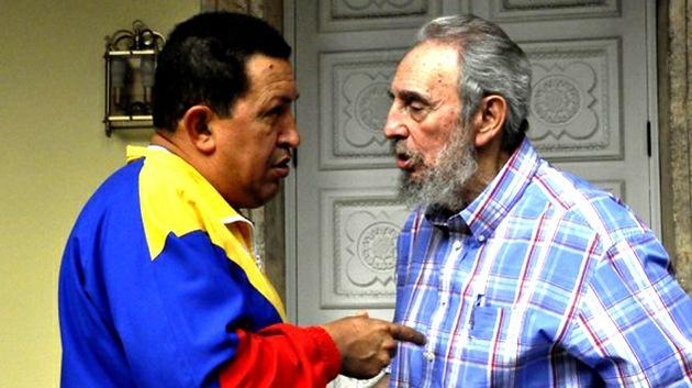 Fidel Castro está pendiente del caso de Assange y escribe un libro con Hugo Chávez