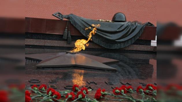 """Encienden """"llamas eternas"""" en Moscú"""