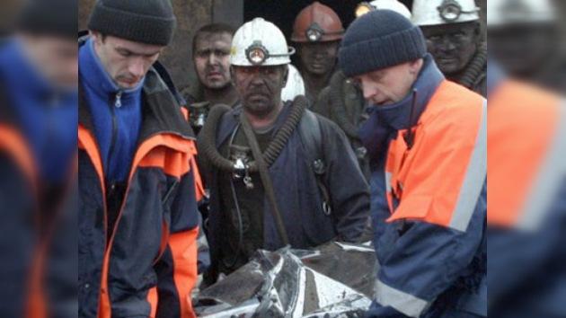 Hallan otros 5 cuerpos en mina siberiana
